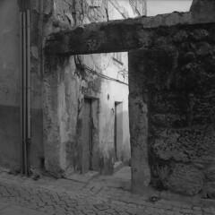 Entering the condo (lebre.jaime) Tags: portugal beira covilhã house bw blackwhite pb pretobranco noiretblanc ptbw kodak trix hasselblad 500cm distagon cf3560 epson v600 affinity affinityphoto analogic film film120 mf mediumformat squareformat