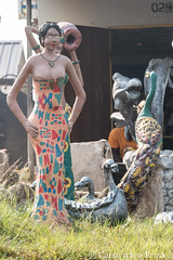 Kumasi / Ejisu morning (10b travelling / Carsten ten Brink) Tags: 10btravelling 2017 accra africa african afrika afrique carstentenbrink ghana ghanaian goldcoast iptcbasic kumasi places westafrica figure statue tenbrink woman