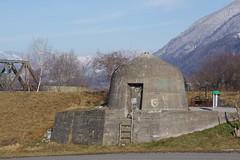 IMGP3466 kleiner WWII Bunker am Rheindamm bei Buchs SG (Alvier) Tags: schweiz ostschweiz alpenrheintal rheintal rhein rheindamm baustelle autokran bunker railjet berge alpstein dreischwestern alvier