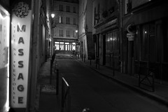 (numéro six) Tags: rue rua calle street night nuit noite city ville cidade paris france massage pretoebranco whiteandblack blackandwhite nb wb bw
