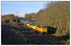 Sunny side up (david.hayes77) Tags: 56078 56049 robinoftemplecombe lostockhalljunction lostockhall lancashire lancs eastlancashire freight cargo bitumen tanks 2019 winter 6e32 colas grid class56 doubleheader toddlanesouth