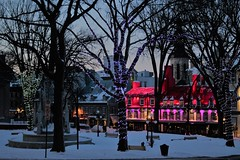 IMG_3167 (2) (huguesasnard) Tags: quebec city canada petit champlain rue street christmas winter hivers cold night castle tower snow neige chateau canoneos100d