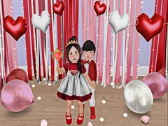 Little Date. (Zaidood -Lil & Big Blogger-) Tags: maple foreign tram astralia hive space oddities flite theplayroom dollface