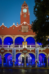 2019 Merida Townhall (jeho75) Tags: sony ilce 7m2 zeiss mexico mesoamerica merida yucatan architecture architektur morning morgen blue hour symmetry symmetrie