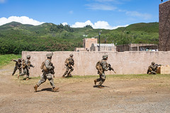 "A simulated ambush from role players during a military operations in urban terrain exericse (#PACOM) Tags: ""usindopacificcommand usindopacom"" producereadiness projectpower promoteresiliency amphibious commstrat communicationstrategyandoperations marines mcaskaneohebay mcbh mokapupeninsula thesuperiorinstallationforwarfighters usmc 23 2ndbattalion 3rdmarineregiment iiimef rifleman m27 m4 law marinecorpsbasehawaii hawaii unitedstates us"