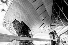 composición estrujada (martineugenio) Tags: buildings bw monocromático blaco negro glass cristal downtown líneas lines sky reflection reflejos estructuras metal abstract