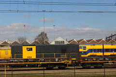 View from a train: Diesel-electric freight locomotive 2454 (Davydutchy) Tags: amersfoort nederland netherlands niederlande paysbas holland ns nederlandse spoorwegen railway eisenbahn chemindefer jernbanen fervojo rautatie vasút vasutak ferrovie železnic dráhy железныедороги loc locomotief locomotive локомотив lokomotive engine locomotiva emplacement yard diesel electric dieselelectric freight 2454 bobo march 2019