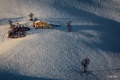 Vecchio casolare - San Severino Marche (luigi.alesi) Tags: marche sanseverino italia italy macerata san severino paesaggio invernale winter landscape scenery neve vecchio casolare luce light ombre shadows alberi trees country countryhouse rural nikon d7100 raw tamron sp 70300