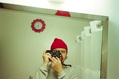 (GIANTORRES) Tags: leica m6 lhsa 28mm elmarit 28 kodak gold 200 dslr scan self portrait 35mm film ttl