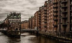 Hamburg - Elbe - Speicherstadt (Pana53) Tags: photographedbypana53 pana53 hamburg elbe freieundhansestadthamburg bundesland hauptstadt flus weltkulturerbe speicherstadt nikon nikond810