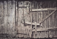 a conti fatti (Rino Alessandrini) Tags: woodmaterial old plank oldfashioned door weathered rustic timber textured brown wallbuildingfeature backgrounds nopeople builtstructure retrostyled barn ruralscene fence obsolete architecture farm closed barrier wood stall