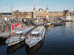 Electric Tour Boats (Lake Effect) Tags: 2018 amsterdam centraalstation europe november boat can electric
