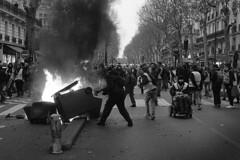 Paris Acte XIII (maxfloriat) Tags: paris giletsjaunes nb blackandwhite leicam6 zeiss planar 50mm