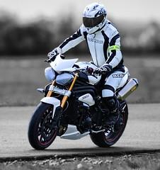 Rider (driver Photographer) Tags: 摩托车,皮革,川崎,雅马哈,杜卡迪,本田,艾普瑞利亚,铃木, オートバイ、革、川崎、ヤマハ、ドゥカティ、ホンダ、アプリリア、スズキ、 aprilia cagiva honda kawasaki husqvarna ktm simson suzuki yamaha ducati daytona buell motoguzzi triumph bmw driver motorcycle leathers dainese motorrad