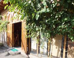 Yodgorlik Silk Factory (LeelooDallas) Tags: asia uzbekistan fergana valley yodgorlik silk factory margilan dana iwachow dragoman road trip september 2018 overland fabric textile