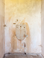 20181006-FD-flickr-0022.jpg (esbol) Tags: bad badewanne sink waschbecken bathtub dusche shower toilette toilet bathroom kloset keramik ceramics pissoir kloschüssel urinals