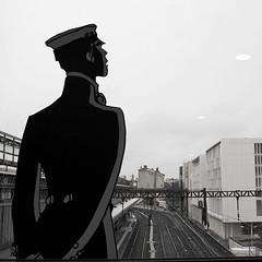 Chef de gare (Atreides59) Tags: lyon rhone rhône france perrache gare station train urban urbain noir blanc nb noiretblanc black white bw blackandwhite pentax k30 k 30 pentaxart atreides atreides59 cedriclafrance
