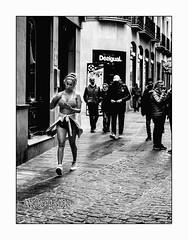 Froid moi ? Jamais!!! (francis_bellin) Tags: mars blackanwhite olympus espagne streetphoto street netb photoderue froid grenade noiretblanc monochrome rue bw 2019 regard andalousie