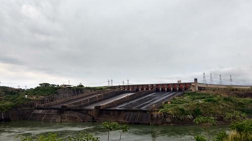 Überlauf der Itaipú-Staumauer