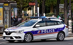 Police Paris - TV Cie Circulation (Arthur Lombard) Tags: police policedepartment policecar policestation policenationale renault renaultmegane led bluelight lightbar gyroled emergency 911 999 112 17 nikon nikond7200 paris dopc
