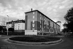 Alès Pres st jean-8589 (YadelAir) Tags: alès immeuble destruction pelleteuse débris démolition rue noiretblanc habitat hlm