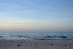 baltic sea (ericgrhs) Tags: ostsee warnemünde sea ocean balticsea rostock meer waves wellen beach strand sky himmel sunset sonnenuntergang