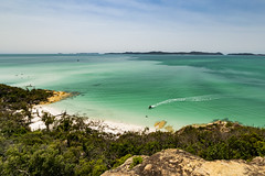 Whitehaven Beach (karwinho) Tags: whitehaven beach heaven haven sand sun summer holiday vacation australia whitsundays island paradise queensland sky tropic exotic hot green trees jungle boat lagoon palm coast beautiful water sea ocean