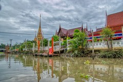 Wat Chulamanee in Amphawa in Samut Songkhram province, Thailand (UweBKK (α 77 on )) Tags: wat chulamanee khlong canal water flow temple buddha buddhist buddhism religion religious grey sky clouds reflection amphawa samut songkhram province thailand southeast asia sony alpha 77 slt dslr