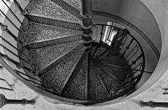 E_M_A_Turm_001 (Tom de Long) Tags: arndt arndtturm bergen architektur rügen ernstmoritzarndt treppen wendeltreppe bw schwarzweiss
