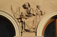 Prager Fassadendetails - 33 (fotomänni) Tags: prag praha prague kunst art reisefotografie statue skulpturen skulptur sculpture manfredweis