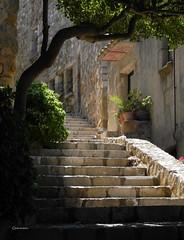 Racó amb encant (CarmeCL) Tags: carreró racó tossademar costabrava catalunya escales llum