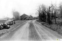 tm_8078 (Tidaholms Museum) Tags: svartvit positiv blackandwhite landsväg ekedalen väg grusväg