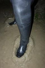 First exciting steps! (essex_mud_explorer) Tags: black coarsefisher rubber thigh boots waders thighboots thighwaders rubberboots rubberwaders gates uniroyal hunter madeinscotland madeinbritain cuissardes watstiefel rubberlaarzen gummistiefel mud muddy muddywellies muddyboots muddywaders creek estuary tidal estuarymud mudflats mucking muckingflats stanfordlehope thamesestuary