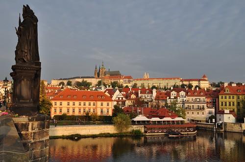 Vue sur la colline du château, pont Charles, Prague, République Tchèque.