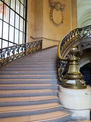 Un des escaliers du Grand Palais (Sokleine) Tags: grandpalais museum musée exhibition exposition masterpiece paris 75008 heritage france escalier stairs marches steps