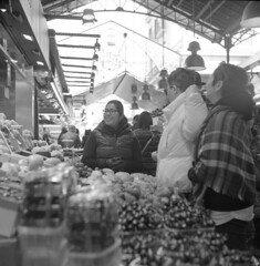 Stall holder, La Boqueria Market, Barcelona, 2018. Film 94009 (richardhunter3) Tags: boqueria barcelona street market yashica 635 tlr ilford hp5 pushed xtol black white film people stalls spain