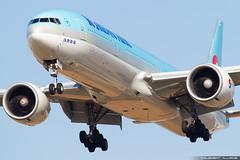 Korean Air Lines Boeing 777-3B5(ER) cn 37650 / 1023 HL8250 (Clément Alloing - CAphotography) Tags: korean air lines boeing 7773b5er cn 37650 1023 hl8250 barcelona airport barcelone lebl bcn canon 100400 spotting aeropuerto airplane aircraft 25r 07l balcon t1 flight airways aeroplane engine sky ground take off landing 1d mark iv