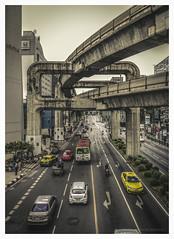 Traffic (christophe plc) Tags: city ville bangkok bkk plouhinec christopheplc photo pic image traffic car voiture pont bridge thailand asia canon 6dmark2 6dmarkii architecture construction taxi
