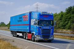 AA73820 (18.07.18, Motorvej 501, Viby J)DSC_5202_Balancer (Lav Ulv) Tags: 255519 scania rseries pgrseries scaniarseries drivermartin r520 v8 topline curtainside gardintrailer planentrailer kronetrailer 2014 e6 euro6 6x2 r6 truck truckphoto truckspotter traffic trafik verkehr cabover street road strasse vej commercialvehicles erhvervskøretøjer danmark denmark dänemark danishhauliers danskefirmaer danskevognmænd vehicle køretøj aarhus lkw lastbil lastvogn camion vehicule coe danemark danimarca lorry autocarra danoise vrachtwagen motorway autobahn motorvej vibyj highway hiway autostrada trækker hauler zugmaschine tractorunit tractor artic articulated semi sattelzug auflieger trailer sattelschlepper vogntog oplegger sættevogn