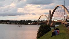 Brasília - Sunset (sileneandrade10) Tags: sileneandrade brasília pontejk pontejuscelinokubitschek sunset landscape paisagem céu nuvens água lagoparanoá lago reflexo samsungsmg930f samsung s7