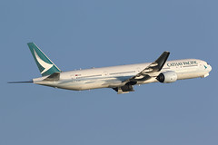B-HNH, Boeing 777-300, Cathay Pacific, Hong Kong (ColinParker777) Tags: boeing 777 773 773a 777300 777367 airplane airliner plane aircraft aeroplane cathay pacific cpa cx airways airlines air departure takeoff fly flying flight climb hills trees green greenery jungle mountain hkg vhhh hong kong hksar chek lap kok airport canon 7d 7d2 7dmk2 7dmkii 7dii 200400 l lens zoom telephoto bhnh