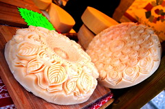 Cheesy Art [Pontebba - 20 January 2019] (Doc. Ing.) Tags: 2019 nikond5100 pontebba tarvisiano ud fvg friuli friuliveneziagiulia nordest italy cheese montasio sculpture art foodporn