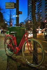 la bicyclette orange (Jack_from_Paris) Tags: l2011909 leica m type 240 10770 leicasummicronm35mmf2asph 11879 dng mode lightroom capture nx2 rangefinder télémétrique colors couleurs wide angle rue street paris vélo deux 2 bicyclette roues wheels orange evening soirée light