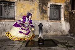Venice carnival... (Renato Pizzutti) Tags: venezia carnevale maschera donna dama viola fontanella acqua bere ritratto nikond750 renatopizzutti