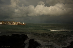 3KB12470a_C_2019-01-29 (Kernowfile) Tags: pentax stives cornwall cornish cornishharbours crabrock pentaxforums sky clouds cloudscape rain shower cottages buildings houses lighthouse smeatonspier boats pier water spray foam fishingboats breakingwaves