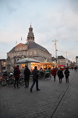 Bijna is de weekmarkt voorbij. (limburgs_heksje) Tags: nederland netherlands niederlande limburg maastricht oude binnenstad altstad oldcity grensgemeente