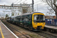 165133 - Reading West - 26/01/19. (TRphotography04) Tags: great western railways gwr 165133 arrives reading west working 2j31 1203 basingstoke