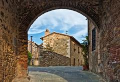 Castiglione d'Orcia, Tuscany (Claudio_R_1973) Tags: arch castiglionedorcia village tuscany toscana valdorcia senese italia italy outdoor street wall architecture house home