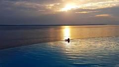 Rio Negro -  Sunset (sileneandrade10) Tags: sileneandrade rionegro manaus tropicalexecutivo windhangarden piscina rio azul pôrdosol sunset céu água pontanegra amazônia amazonas raioscrepusculares crepúsculo
