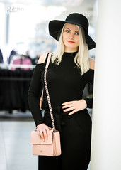 GUESS (Mikko Vuorinen) Tags: meviart mikkovuorinen sofia mallikuvaus modeling model fashion woman beauty curvy handbag hat blonde posing